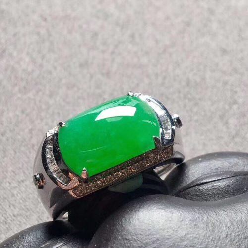 高冰种阳绿马鞍翡翠戒指